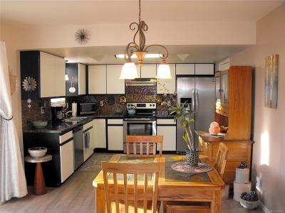 Arapahoe County Condo/Townhouse Active: 2812 South Heather Gardens Way #A