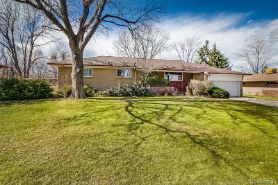 Lakewood CO Single Family Home Active: $425,000