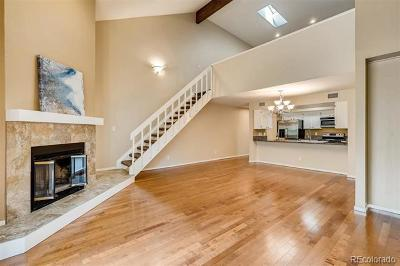 Golden Condo/Townhouse Active: 23569 Genesee Village Road