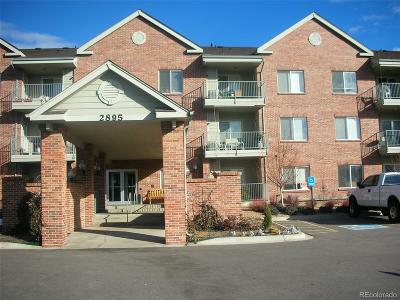 Arapahoe County Condo/Townhouse Active: 2895 West Riverwalk Circle #110