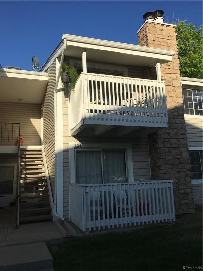 Aurora CO Condo/Townhouse Active: $186,900