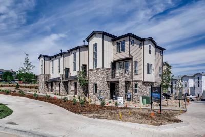 Castle Rock CO Condo/Townhouse Active: $371,555