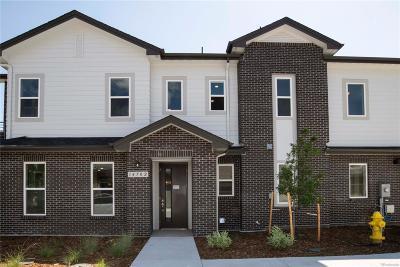 Aurora CO Condo/Townhouse Active: $439,990