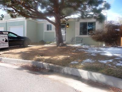 Aurora CO Condo/Townhouse Active: $272,000