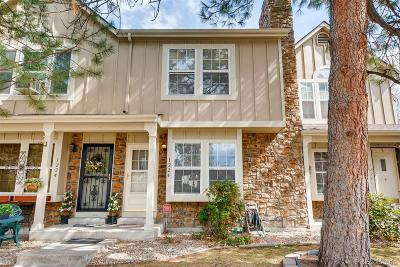 Lakewood CO Condo/Townhouse Active: $247,000
