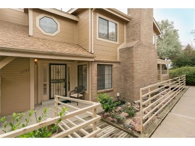 Lakewood CO Condo/Townhouse Active: $325,000