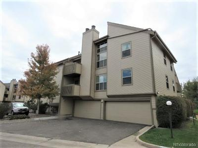 Lakewood CO Condo/Townhouse Active: $265,000