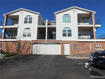 Lakewood CO Condo/Townhouse Active: $289,000
