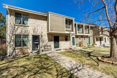 Lakewood CO Condo/Townhouse Active: $279,990
