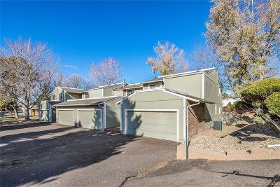 Aurora CO Condo/Townhouse Active: $274,900