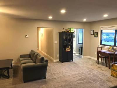 Holyoke Single Family Home For Sale: 441 E Emerson St