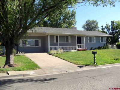 Single Family Home For Sale: 612 Colfax