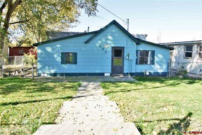 Olathe Single Family Home UC/Contingent/Call LB: 205 S Roberts Avenue