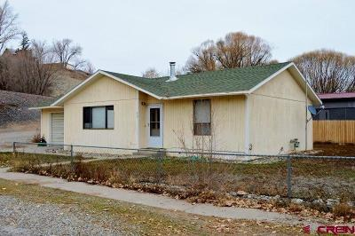 Single Family Home UC/Contingent/Call LB: 209 Thompson Court
