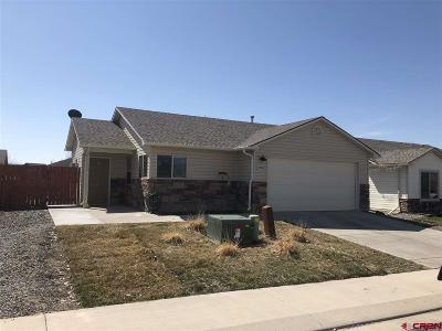 Single Family Home UC/Contingent/Call LB: 1530 Bighorn Street