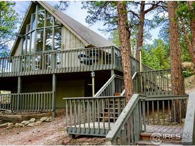 Estes Park Single Family Home For Sale: 374 Whispering Pines Dr