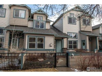 Longmont Condo/Townhouse For Sale: 3674 Oakwood Dr