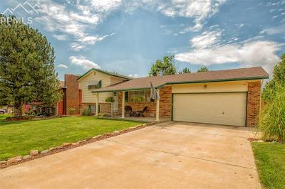 Single Family Home Under Contract - Showing: 610 Candlewood Drive