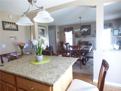 Wallingford Single Family Home For Sale: 65 Olde Village Circle #65