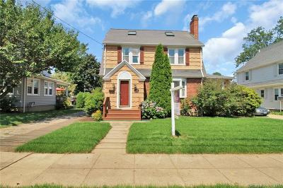 Bridgeport Single Family Home For Sale: 370 Lake Avenue