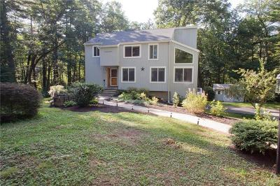 Simsbury Single Family Home For Sale: 21 Smokey Ridge Road