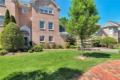 West Hartford Condo/Townhouse For Sale: 18 Governors Row #18