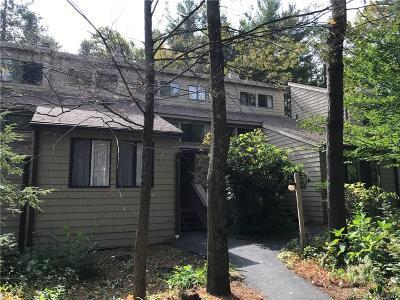 Torrington Condo/Townhouse For Sale: 67 Woodside Circle #67