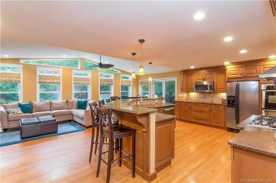 North Haven Single Family Home For Sale: 1612 Hartford Turnpike