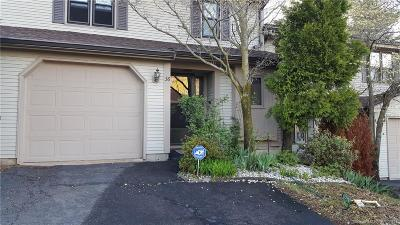Wethersfield Condo/Townhouse For Sale: 38 Schoolhouse Crossing #38