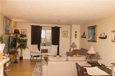 Middletown Condo/Townhouse For Sale: 111 Dekoven Drive #206