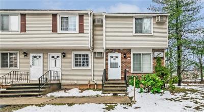 Middletown Condo/Townhouse For Sale: 92 Cynthia Lane #E8