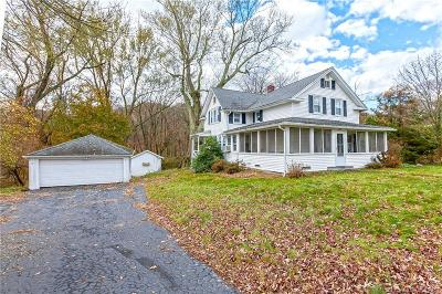 Trumbull Single Family Home For Sale: 165 Stonehouse Road