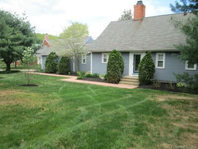 Mansfield Condo/Townhouse For Sale: 4 Charter Oak Square #4