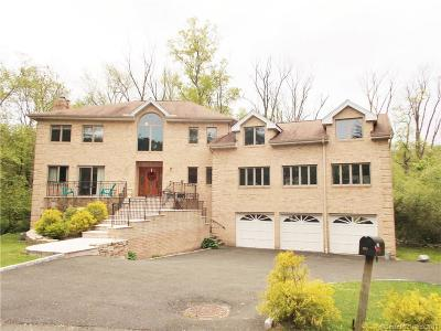 Stamford Single Family Home For Sale: 121 Carriage Drive South