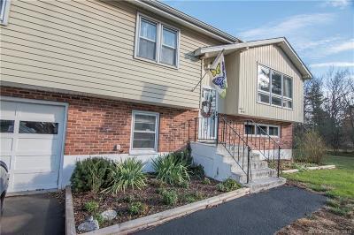 Meriden Single Family Home For Sale: 67 Hillwood Lane