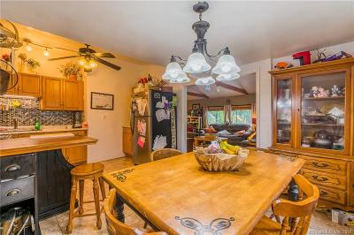 Shelton Single Family Home For Sale: 28 Oronoque Trail