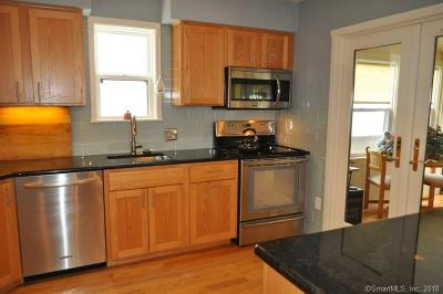 Avon CT Condo/Townhouse For Sale: $239,500