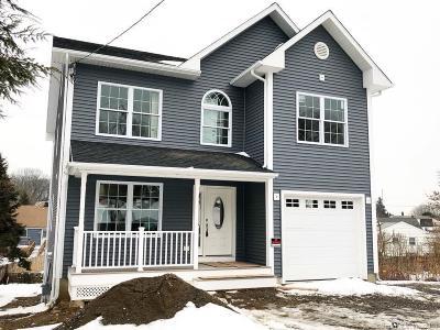 Bridgeport Single Family Home For Sale: 70 Kaechele Place