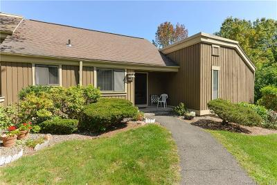 Southbury Condo/Townhouse For Sale: 684 Heritage Village #B