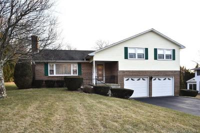 Waterford Single Family Home For Sale: 28 Colonial Drive