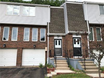 Meriden Condo/Townhouse For Sale: 184 Gravel Street #24