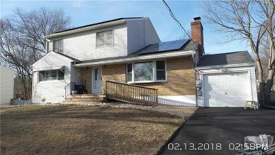 Trumbull Single Family Home For Sale: 1880 Old Town Road