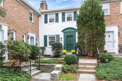 Fairfield County Condo/Townhouse For Sale: 67 Heritage Hill Road #67