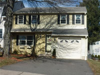 Newington Condo/Townhouse For Sale: 81 Pebble Drive