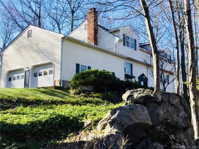 Danbury Single Family Home For Sale: 8 Jonathan Court