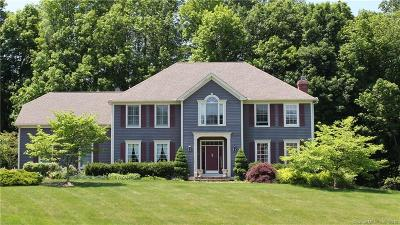 Brookfield Single Family Home For Sale: 2 Yankee Drive