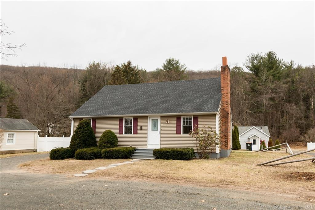 Stupendous 2 Unit Property In Southington For 349 000 Home Interior And Landscaping Palasignezvosmurscom