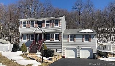 Naugatuck Single Family Home For Sale: 171 Applewood Lane