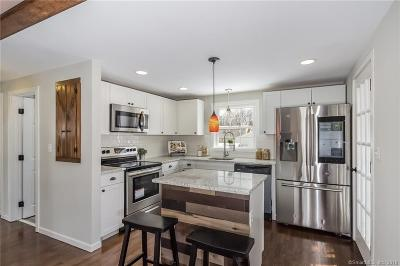 Bristol Single Family Home For Sale: 23 Briarwood Road