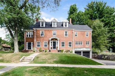 West Hartford Single Family Home For Sale: 44 Bainbridge Road